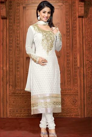 Elegant Off White Salwar Kameez worn by Television Actor Hina Khan aka Akshara from Yeh Rishta Kya Kehlata Hai